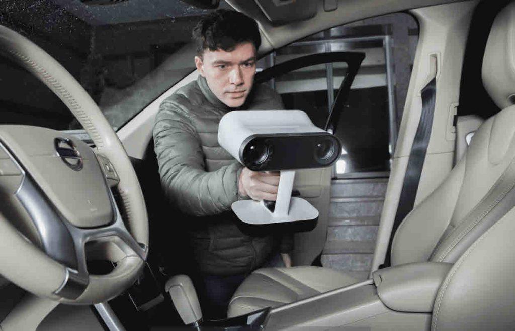 Artec Leo scansione di interni di un'auto